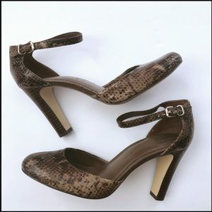 Banana republic snake pump heel size 7.5